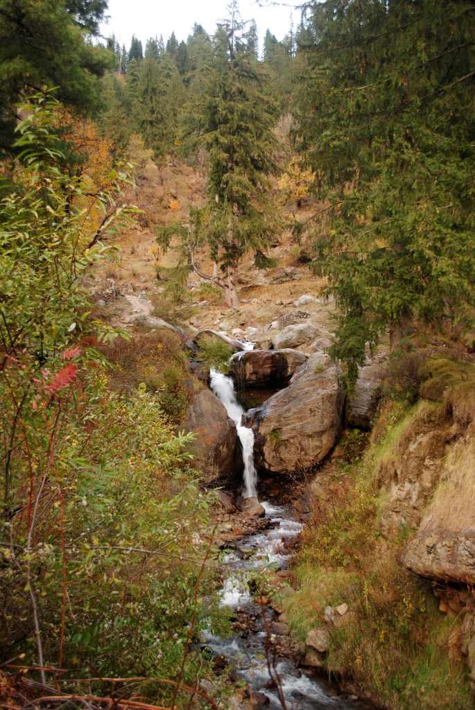 Tosh Waterfall trek